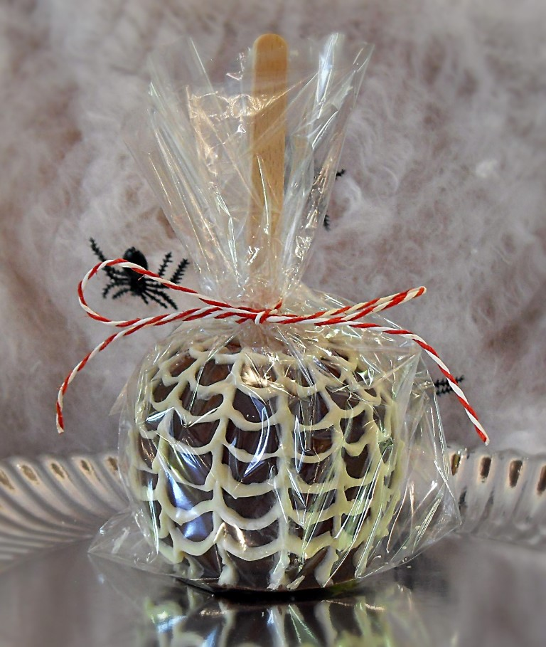 Halloween Chocolate Apples, Spider Web, bonfire night, toffee apples, halloween, kids, party favours, fall, healthy, snack