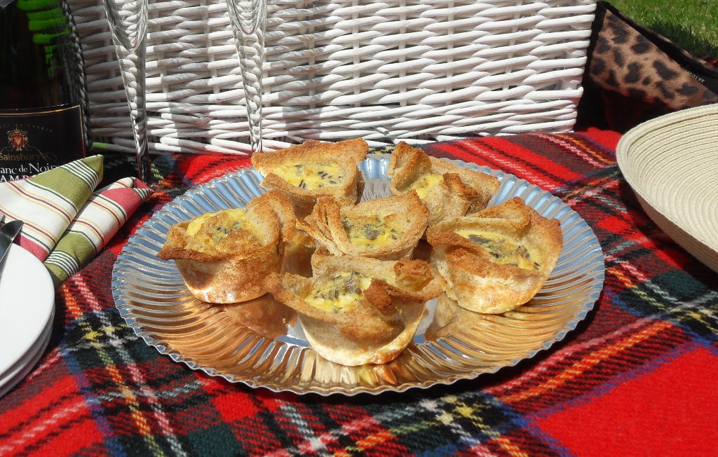 Croquiches a cross between Croque Monsieur and Quiche Lorraine! Great for picnics!