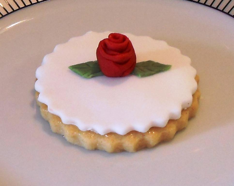 White Fondant, Kath Kidstone, red icing rose