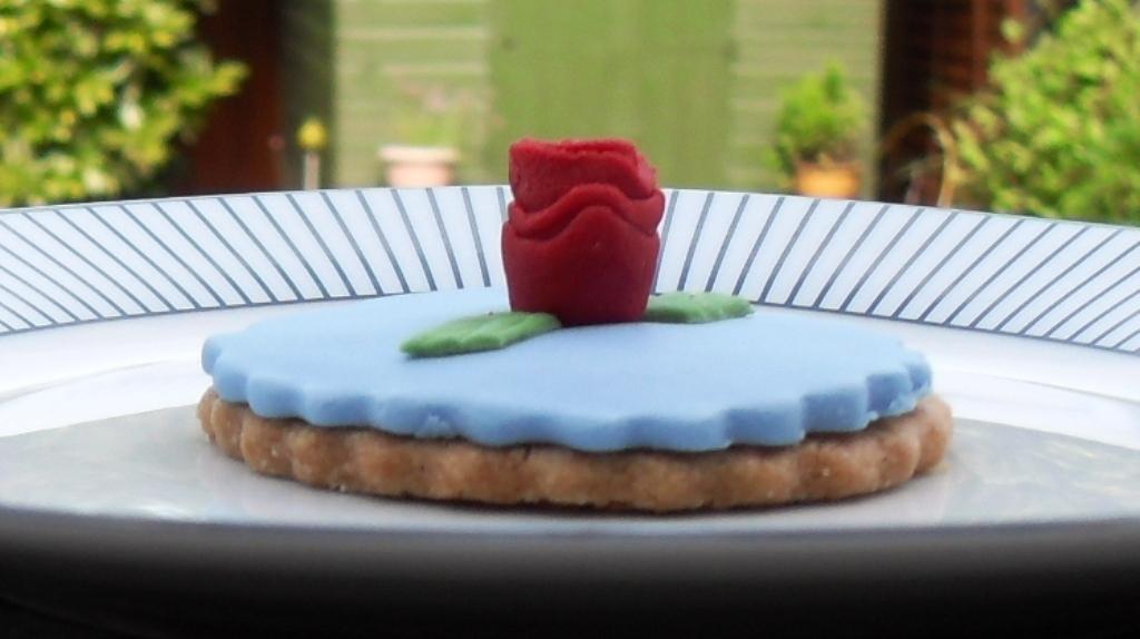 Blue fondant, Kath Kidstone, rose design,