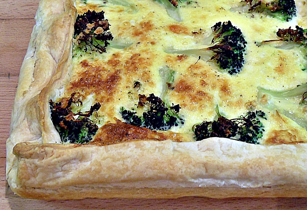 Broccoli & Tomato Quiche with puff pastry, quick, easy, vegetarian, flan, tart