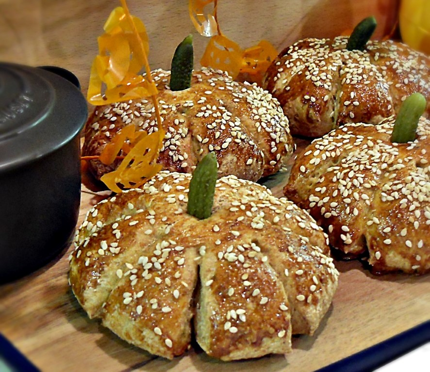 Mexican Pumpkin Patch Rolls with Chicken & Wasabi Mayonnaise, chicken burger, Hellmans, Knorr Mexican Flavour Pots, Halloween, All Hallows Eve,