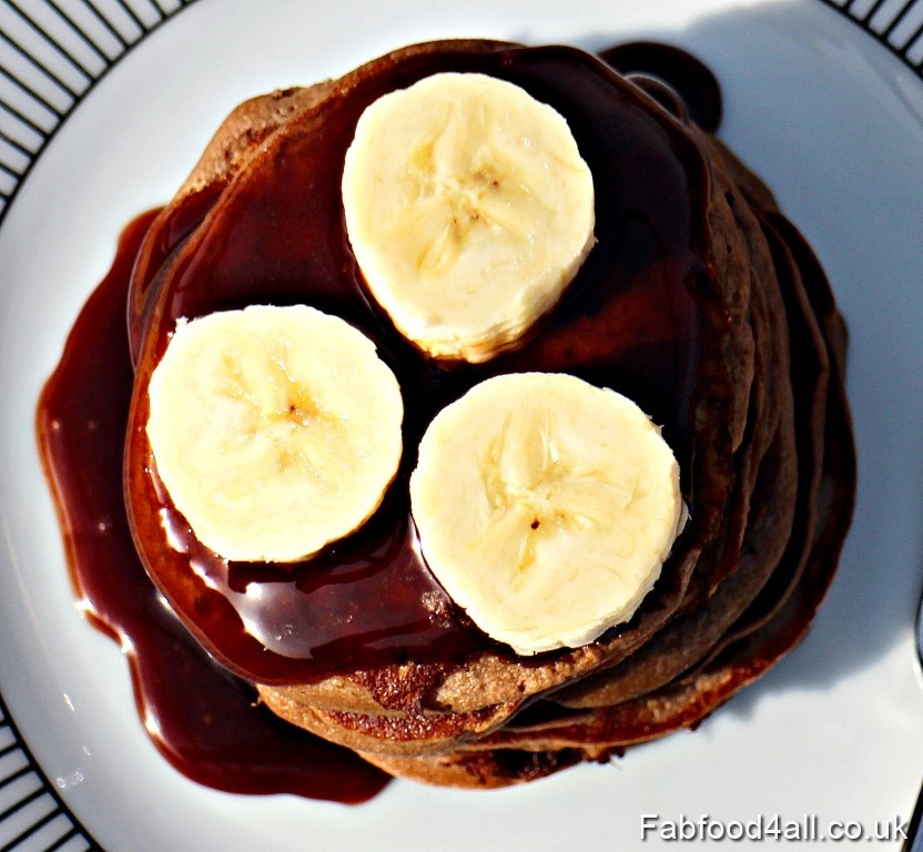 3 Ingredient Banana Nutella Pancakes with chocolate sauce & sliced banana.