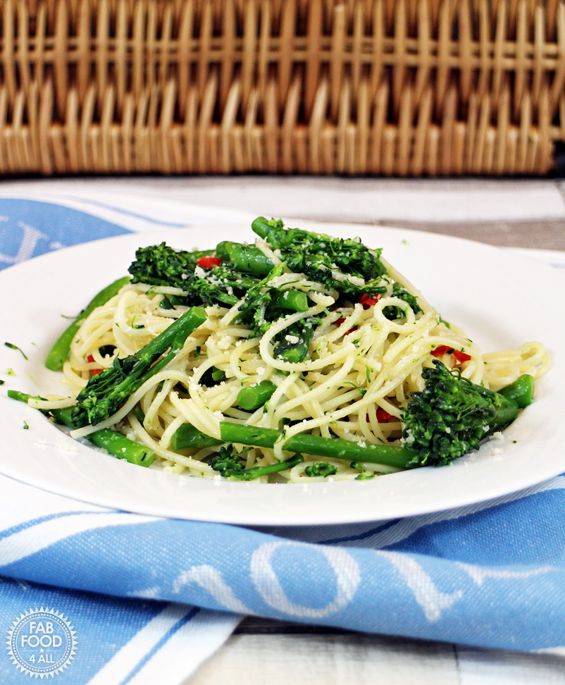 Tenderstem Brocolli with Chilli and Galic Spaghetti - Fab Food 4 All