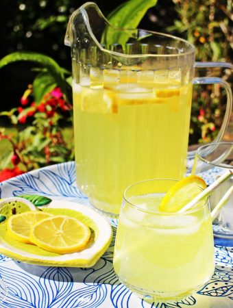 Old Fashioned Lemonade – refreshingly simple!