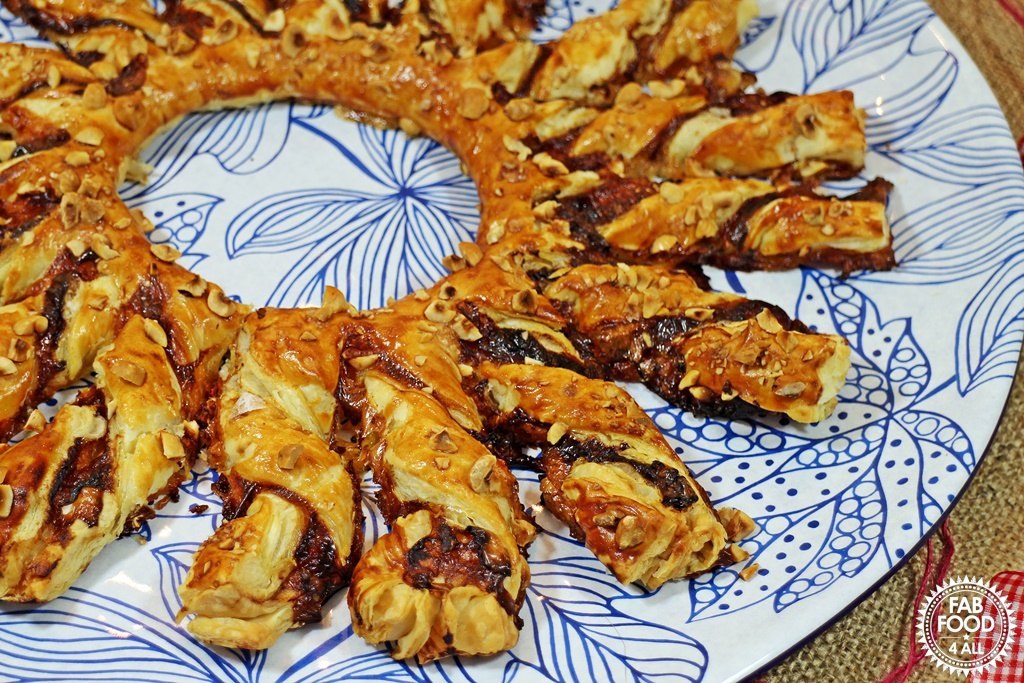Brie & Cranberry Tear & Share Wreath - Fab Food 4 All #Brie #Cranberry #Christmas #Buffet #PuffPastry #CheeseStraws