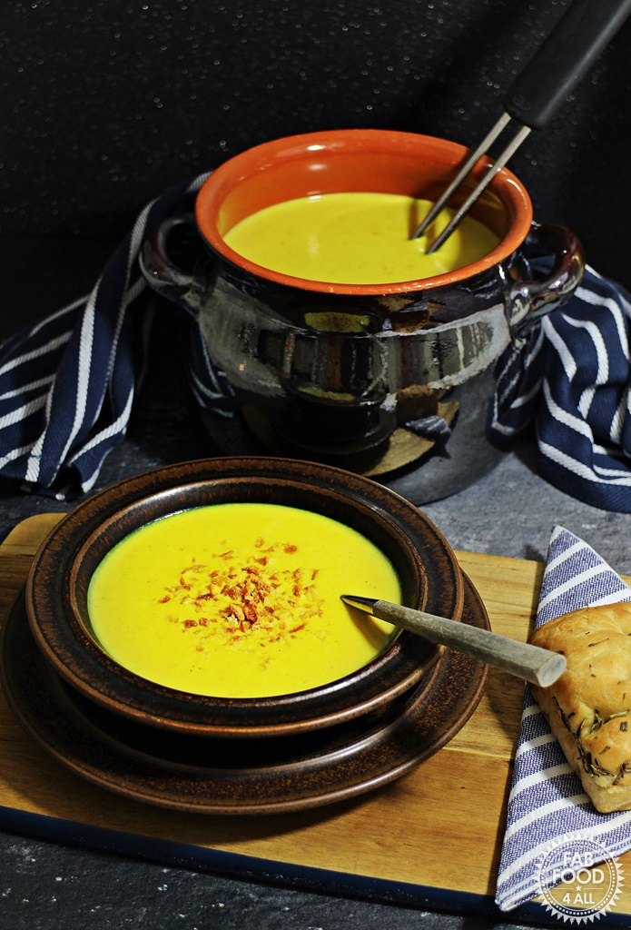 Quick Curried Cauliflower Soup - Fab Food 4 All #soup #vegetarian #cauliflower #curried
