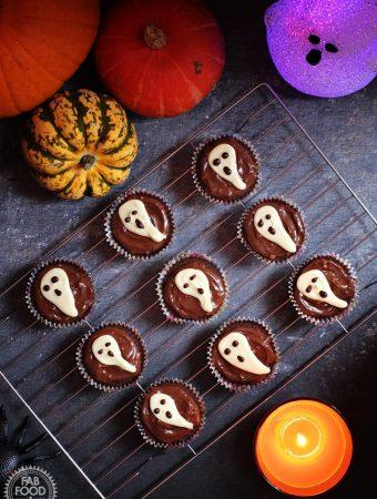 Easy Halloween Ghost Cupcakes + video tutorial!